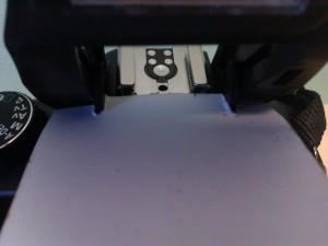 Détail de la fixation du réflecteur flash carton