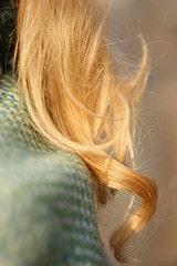 Boucle blonde cheveux photo détail