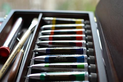 Tubes de gouache photo mélange couleurs boîte peinture