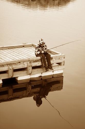 photo reflets lac pêcheur ponton