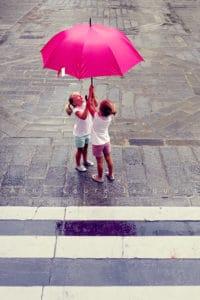 Mary Poppins fillettes parapluie rose photo rue Anne Laure Jacquart