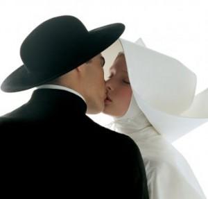 Benetton noir et blanc baiser homme femme chapeau soeur