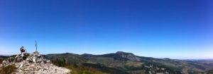 photo panoramique paysage montagne randonneur