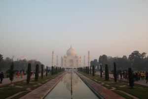 Taj Mahal perspective distance loin
