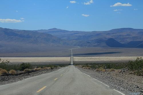 photo route longue déserte horizon