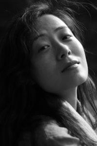 photo femme noir et blanc portrait