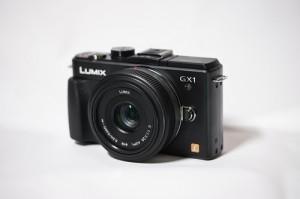 Panasonic GX1 + 20mm f/1.7 hybride