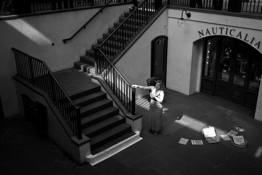 photo noir et blanc grand escalier