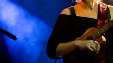 photo de concert guitariste femme