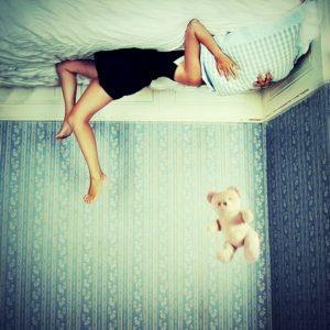Julie de Waroquier photo rêve lit nounours coussin