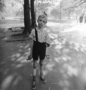 photo enfant jouet central park noir et blanc