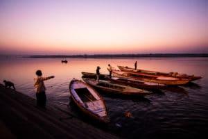 Lever de soleil au bord du Gange