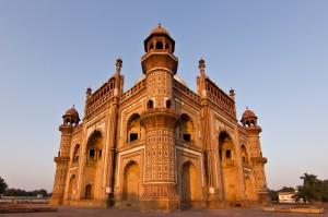 La tombe de Safdarganj à Delhi ultra grand-angle