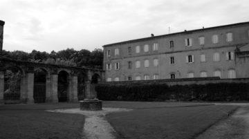 photo bâtiment mauvais cadrage noir et blanc