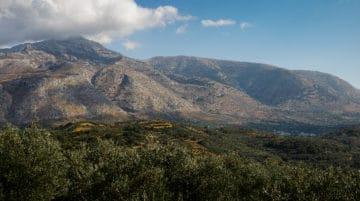 Montagnes crétoises depuis les ruines de Lyttos