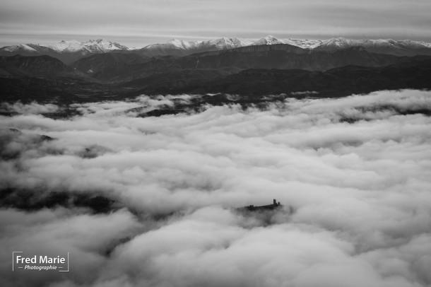 règle des tiers au dessus des nuages photo montagne