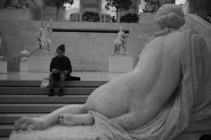 """""""Le dessin est la probité de l'art."""" - Ingres photo musée statues femme qui dessine"""