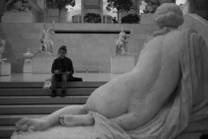 """""""Le dessin est la probité de l'art."""" - Ingres photo musée statues femme qui dessine post traitement"""