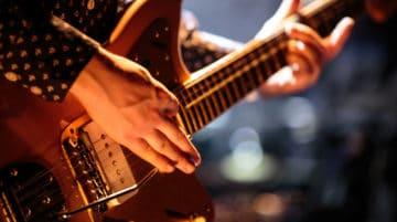 Photo guitariste concert composition