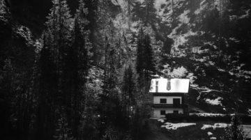 Photo maison montagne arbres