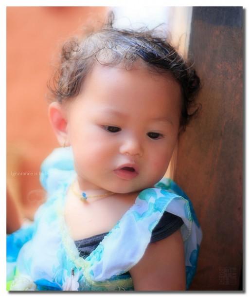 Photo bébé peau lisse clarté négative exagérée