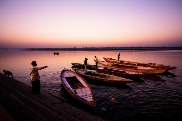 photo de voyage mer barques pecheurs lever de soleil golden hour