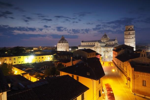 trépied pise italie écran orientable Olympus OM-D E-M1 ville nuit paysage