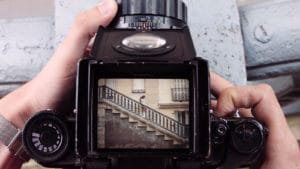 Paris écran orientable Olympus OM-D E-M1 escalier viser en haut