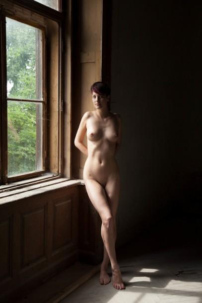 Angkor Prise de vue express en photo de nu cadrage femme fenêtre