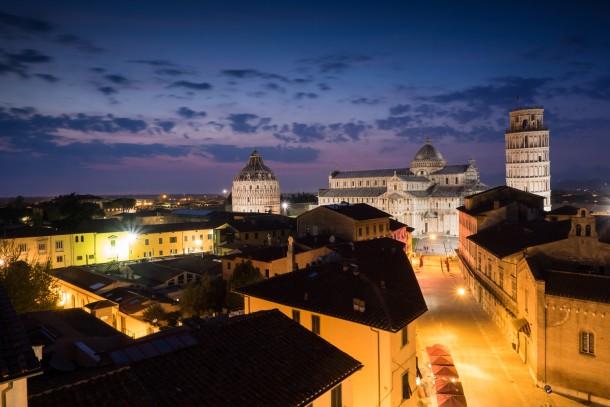 coucher de soleil photo de paysage lumière ville Pise, en Italie