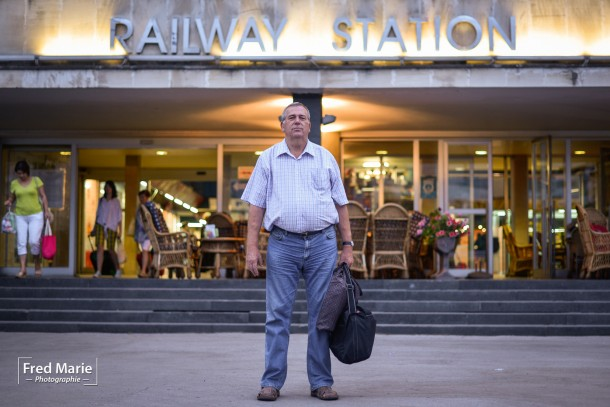 portrait ancien chef de gare en Bosnie railway station