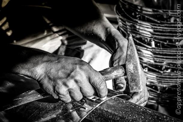 Cambodge photo de voyage artisan noir et blanc