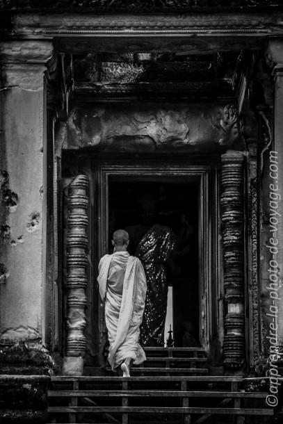 photo de voyage noir et blanc entrée temple