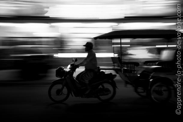 Cambodge photo de voyage moto noir et blanc