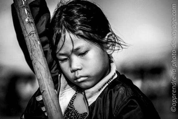 photo enfant fille noir et blanc