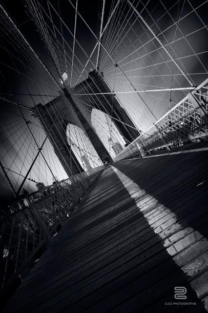 Sébastien Del Grosso pont hauban cables noir et blanc
