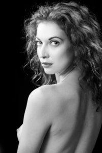 Photo portrait nu noir et blanc
