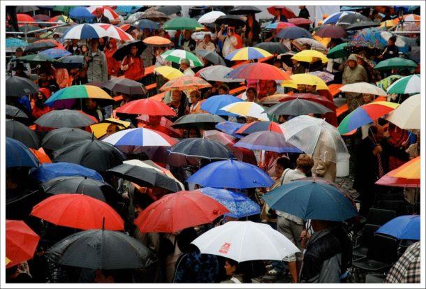 foule de parapluies photo pluie