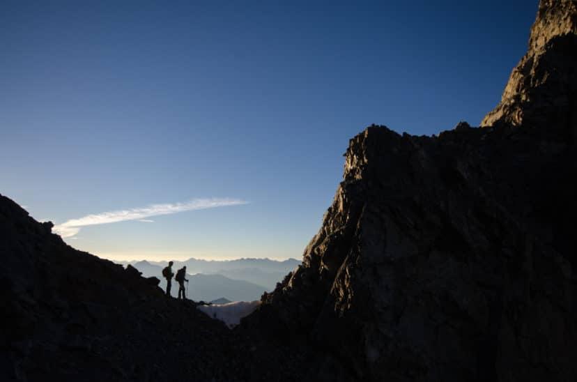 Deux alpinistes sur un col en haute montagne photo Clément Belleudy