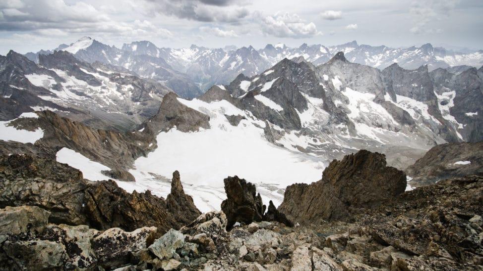 L'immense massif des Écrins photo Clément Belleudy