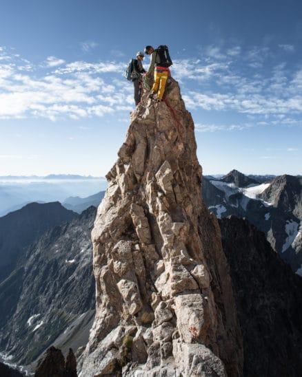 Guide et son clients sur un rocher photo Clément Belleudy
