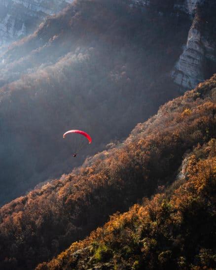 Parapente au coucher du soleil recadree photo Clément Belleudy