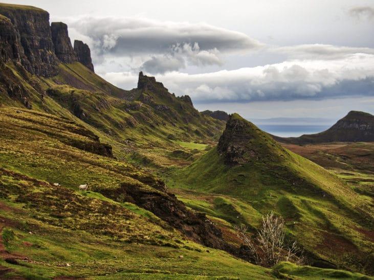 Exemple d'horizon non-rectiligne en montagne
